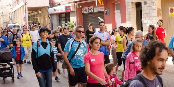 """200 persones participen en la caminada popular """"Aire net. Fes el pas"""" de Torrefarrera"""