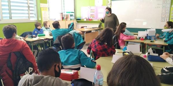 Els infants de 6è de l'Escola La Creu de Torrefarrera participen en el concurs de contes coeducatius organitzat en el marc del Festival Treubanya