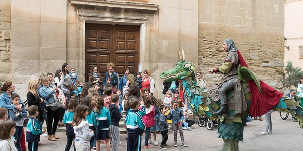 L'espectacle de carrer 'Dragon ST' fa les delícies dels més petits a Torrefarrera