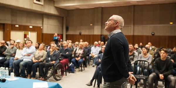 L'exblaugrana Julio Alberto parla a Torrefarrera de futbol, d'experiències dures i de com començar en la vida partint de zero