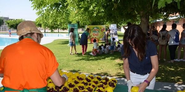Més de 150 infants a la inauguració de la campanya 'Disfruita-la a l'estiu' de tastos de fruita a Torrefarrera