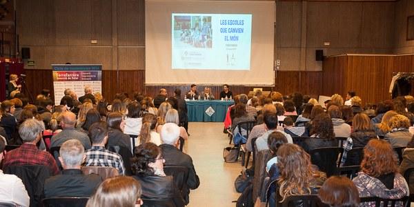 Més de 300 persones a la conferència de César Bona 'Escoles que canvien el món' a Torrefarrera
