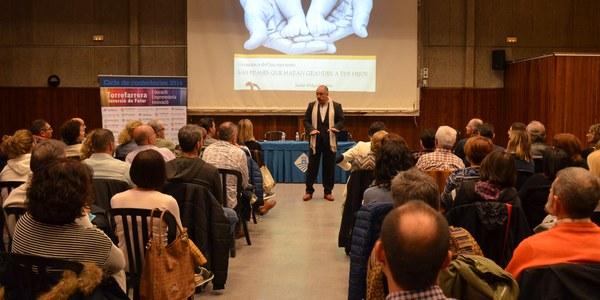 Prop de 150 persones a la conferència del psicòleg Jaime Delgado a Torrefarrera