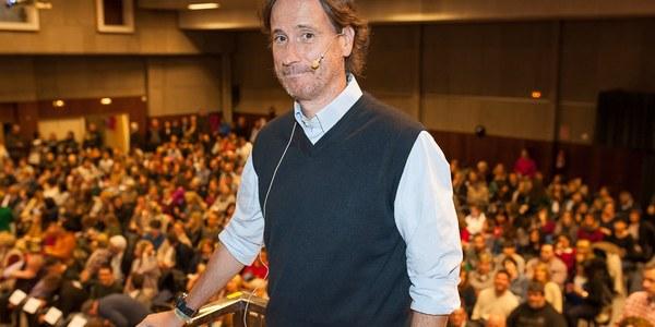 Prop de 500 persones en la conferència 'Viure amb Entusiasme' de Victor Küppers a Torrefarrera