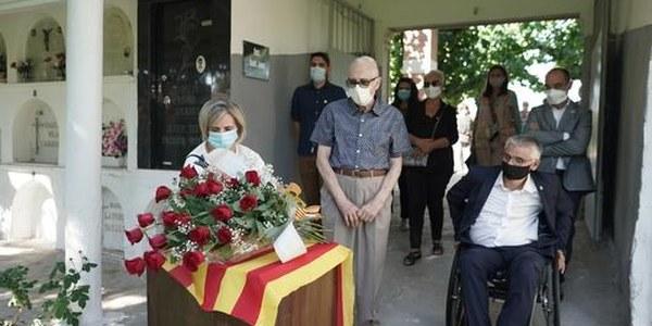 Torrefarrera ret homenatge als sanitaris i a les víctimes de la Covid-19 en la Diada Nacional de Catalunya
