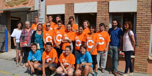 Tretze joves de diferents països rehabiliten les escoles velles de Torrefarrera en el 1r camp de treball internacional de la localitat