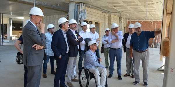 Visita del conseller d'Educació a les obres del nou edifici de l'Institut Joan Solà